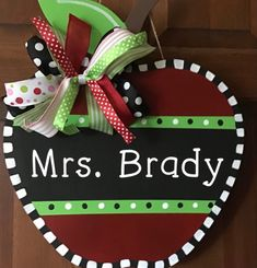 Back To School Gifts For Teachers, Student Teacher Gifts, New Teachers, Teacher Appreciation Gifts, Painted Wood Signs, Painted Doors, Principal Gifts, Door Signs, Classroom Decor