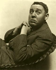 Charles Laughton by Edward Steichen, 1935 Hollywood Cinema, Hooray For Hollywood, Golden Age Of Hollywood, Classic Hollywood, Old Hollywood, Hollywood Style, Edward Steichen, Music Theater, Theatre