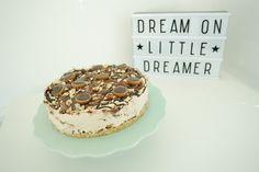 Toffifee cheesecake – no bake og uden husblas Yummy Snacks, Tiramisu, Baking Recipes, Brunch, Food And Drink, Ethnic Recipes, Desserts, Cooking Recipes, Tailgate Desserts