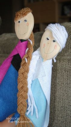 Wooden Spoon puppets are easy to make with felt and wooden spoons. These Elsa and Anna dolls will provide hours of entertainment! Frozen Disney, Elsa Frozen, Spoon Art, Wood Spoon, Preschool Crafts, Crafts For Kids, Preschool Games, People Puppets, Elsa And Anna Dolls