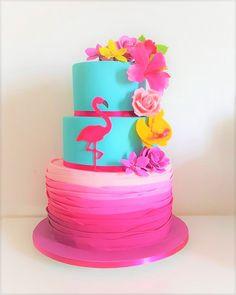 bolo de festa flamingos flores tropical rosa azul Flamingo Cake, Flamingo Birthday, Luau Birthday, Hawaiin Cake, Flamenco Party, Cake Designs For Kids, Pool Party Cakes, Aloha Party, Tropical Party
