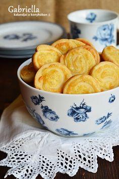 Gabriella kalandjai a konyhában :): Sajtos csiga Hungarian Recipes, Small Cake, Winter Food, Cake Cookies, Scones, Sandwiches, Muffin, Food And Drink, Cooking Recipes