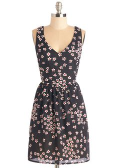 These are the Daisies Dress. The best way to spend a sunny day? #black #modcloth