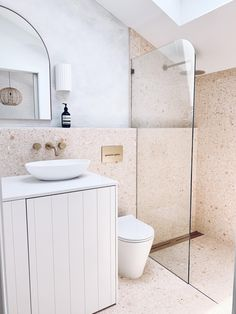 This ledge and rounded shower screen Bathroom Kids, Downstairs Bathroom, Bathroom Renos, Laundry In Bathroom, Master Bathroom, Ensuite Room, Bathroom Tapware, Garage Bathroom, Ensuite Bathrooms