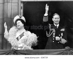 Stock Photo - King George VI and the Queen Mom wave to crowd King George Iv, British Monarchy History, Royal King, House Of Windsor, Her Majesty The Queen, Queen Mother, English Royalty, Royal House, Hollywood Walk Of Fame