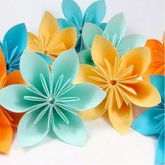 33 super Ideas for origami decoration bedroom paper flowers Origami Rose Box, Origami Bag, Origami Folding, Origami Flowers, Paper Folding, Origami Paper, Origami Decoration, Decoration Bedroom, Wedding Decoration