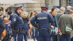 (Keine) Terrorangst in Wien - Der neueste Film der ÖJC-Lehrredaktion ist online: Thin Blue Lines, Angst, Canada Goose Jackets, Captain Hat, Winter Jackets, Fashion, New Movies, Police, Winter Coats