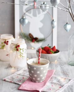 Christmas Love, Winter Christmas, Christmas Decorations, Table Decorations, Coffee And Books, Happy Monday, December, Tableware, Ethnic Recipes