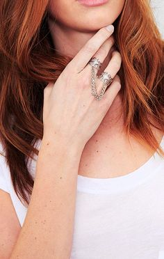 Double ring with chain.