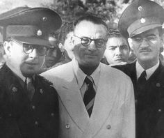 Imagen de Marcos Pérez Jiménez y Rómulo Betancourt, posterior al golpe de Estado de 1945.