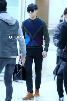 Tabi @ Gimpo.. I love this outfit esp the sweater.