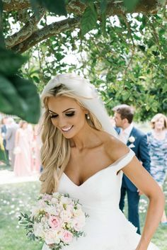 Can I look this pretty on my wedding day?! Love her hair & makeup!