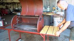 Two Men and a shed build a BBQ from an oil drum Barrel Projects, Metal Projects, Argentinian Bbq, Bbq Pics, Oil Drum Bbq, Barrel Bbq, Oil Barrel, Bbq Stand, Custom Bbq Pits