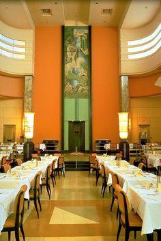 Restaurant du 9e (Eaton's Restaurant) – Art Deco restaurant in Montreal