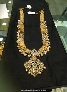 Jewellery Designs: Kundan Long Chain with Gold Gold Haram Designs, Gold Earrings Designs, Necklace Designs, Pendant Jewelry, Gold Jewelry, Jewelery, Gold Necklace, Indian Jewellery Design, Jewellery Designs