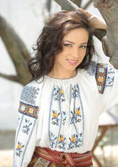 Model Rock, Peasant Blouse, Ethnic Fashion, Health And Beauty, Floral Tops, Beauty Hacks, Costumes, Shirts, Inspiration