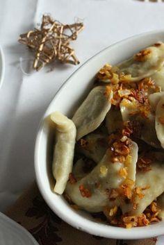 Zdjęcie: Pierogi z czerwoną soczewicą i pieczarkami Polish Recipes, Delicious Dinner Recipes, Pierogi, Oven Baked, Baking Recipes, Vegetarian Recipes, Good Food, Tacos, Veggies