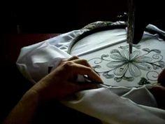 lezione ricamo macchina a pedale 6. leccion bordado maquina pedal singer 6.  Free embroidery on a treadle.