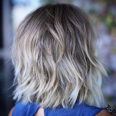 80 Sensational Medium Length Haircuts for Thick Hair - Haarschnitt Mittellang Medium Hair Styles, Curly Hair Styles, Natural Hair Styles, Cute Shoulder Length Haircuts, Medium Length Hair With Layers, Haircut For Thick Hair, Shaggy Hair, Shaggy Bob, Trendy Hairstyles