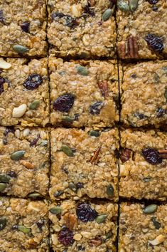 Vegan fruit and nut flapjacks - easy vegan oaty flapjacks (oat cookie bars) filled with dried fruits, nuts and seeds. Perfect for snacking, lunchboxes and hiking! Healthy Oat Cookies, Healthy Granola Bars, Healthy Vegan Snacks, Vegan Food, Vegan Treats, Vegan Desserts, Muesli Bars, Healthy Eating, Paleo