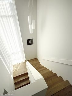 Elegant und klar - Hamburg: CUBE Magazin Elegant and clear - Hamburg: CUB Diy Living Room Decor, Entryway Decor, Home Decor, Modern Staircase, Staircase Design, Stairs Architecture, Interior Architecture, Stairway Decorating, House Stairs