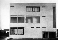 Era Cafe, Brno, Czech republic 1927 by Josef Kranz Bauhaus, Modern Architecture Design, Facade Architecture, Art Deco, Archi Design, Streamline Moderne, Shops, Constructivism, Restaurant