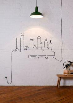 cabo da luminária cria um desenho na parede e resolve o problema dos fios…