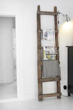 pastels DIY mag rack/deco ladder Interior Design pillow Stars dettagli home design Walker Home Design: Katelyn Plan Old Ladder, Rustic Ladder, Vintage Ladder, Sweet Home, Diy Casa, Home And Deco, Home Projects, Ladder Decor, Diy Furniture