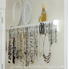 creative diy necklace organizer made from trim / crown molding Diy Necklace Holder, Necklace Hanger, Necklace Storage, Diy Jewelry Holder, Jewellery Storage, Jewellery Display, Jewelry Rack, Hanging Jewelry, Jewelry Boards