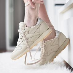 24ab7bb728b Sneakers women - Reebok Classic (©theliveitup) Chaussures Femme