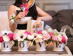 20 Kate Spade-Inspired Bridal Shower Ideas for the Chic Bride via Brit + Co - IKAE Dekoration My Bridal Shower, Bridal Shower Favors, Bridal Showers, Baby Shower, Wedding Favors, Bridal Shower Ideas Spring, Coffee Bridal Shower, Bridal Shower Bouquet, Bridal Shower Luncheon