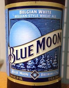 米国No.1のクラフトビール「BLUE MOON」。ベルギースタイルのホワイトエール。バレンシアオレンジの皮を使用した小麦のビール。 I drank BLUE MOON which is No.1 craft beer in USA. The beer is Belgian-style white ale using wheat and orange peel.