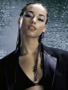 classical trained pianist, songwriter and producer. Sponsors charities, a mentor for young women worldwide A class act all around # alicia keys Braids with beads # alicia keys Braids with beads Alisha Keys, Alicia Keys Braids, Jenifer Lawrence, Braids With Beads, Divas, Female Singers, Celebs, Celebrities, Braid Styles