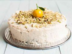 Carrot cake is one of the finest cakes existing on earth. A lovely, moist and spicy cake topped with lemon frosting is just irresistible. Lemon Frosting, Vegan Carrot Cakes, Vegan Recipes, Cooking Recipes, Raw Desserts, Cake Toppings, Raw Vegan, Grain Free, Sugar Free