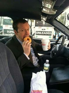 Blue bloods Donnie Wahlberg eating on set like always My Favorite Music, Favorite Tv Shows, Blue Bloods Tv Show, Cbs Tv Shows, Donnie Wahlberg, Mark Wahlberg, Tom Selleck, Chicago Pd, Love Blue