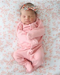 So ready for a cozy relaxing weekend! Cute Little Baby, Baby Kind, Cute Baby Girl, Cute Babies, Baby Boy, Baby Girl Bows, Baby Girl Pictures, Reborn Babies, Baby Fever