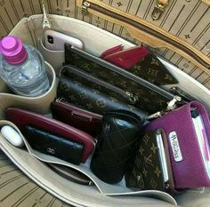 What In My Bag, What's In Your Bag, Inside My Bag, What's In My Purse, Travel Bag Essentials, Luxury Bags, Luxury Handbags, Handbag Organization, Creation Couture