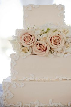 Beautiful Victorian style wedding cake #dessert #vintagewedding #cakes #weddingcake #weddingdessert