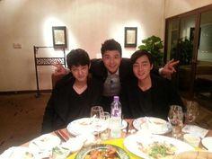 Jun Hyun Moo snaps a friendly photo with Roy Kim and Jung Joon Young in Hong Kong