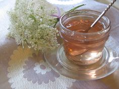 Queen Anne's Lace jelly!!  Who knew?!  Think I might have to try this!