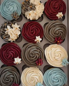 Rich and bold wedding colors for Gem Tones! Cupcake Recipes cakes with cupcakes sweet Rich and bold wedding colors for Gem Tones! Beautiful Cakes, Amazing Cakes, Oreo, Cupcakes Decorados, Dessert Aux Fruits, Cheesecake Cupcakes, Vanilla Cupcakes, Baking Cupcakes, Red Cupcakes