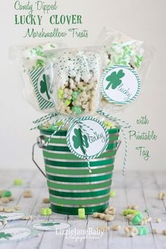 Lucky Clover Marshmallow Treats with #lucky #free #printable #tags Perfect for St. Patrick's Day