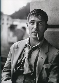 tom hardy giving Jean Paul Belmondo realness. Look At You, How To Look Better, Pretty People, Beautiful People, Charlotte Riley, Hommes Sexy, Raining Men, My Tumblr, The Villain