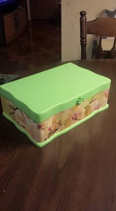 From ugly wooden jewelry box to pretty green decoupaged jewelry box.