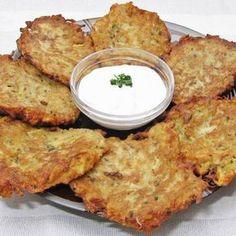 Krumplis latkesz (zsidó palacsinta) -- Mindmegette.hu Hungarian Recipes, Hungarian Food, Mediterranean Diet Recipes, Appetisers, Street Food, Appetizer Recipes, Food Processor Recipes, Side Dishes, Bacon