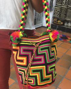 Wayuu Mochila bag— Artesanías El cacique (@artesaniaselcacique) в Instagram: «Un arte hecho con amor y dedicación para ti. pedidos al WhatsApp .☎️3114251628. ✈️Envíos…»