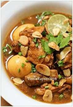 Indonesian Food Indonesian cuisine is one of the most vibrant and colourful cuisines in the world, full of intense flavour. Kitchen Recipes, Cooking Recipes, Mie Goreng, Indonesian Cuisine, Indonesian Recipes, Asian Recipes, Healthy Recipes, Singapore Food, Malaysian Food
