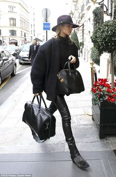 Rosie in Paris //