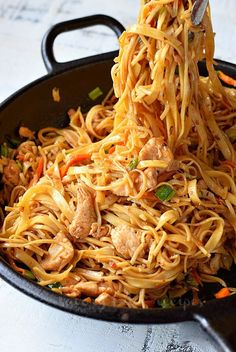 Make This Spicy Chicken Noodle Stir Fry - Spicy,delicious,easy and quick recipes of stir fry chiucken with noodles makes such amazing dinner i - Chicken Stir Fry With Noodles, Fried Noodles Recipe, Stir Fry Noodles, Chicken Noodle Recipes, Asian Noodles, Ramen Noodles, Quick Recipes, Asian Recipes, Chinese Recipes
