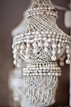 HOME & GARDEN: Shell chandeliers : des lustres bohèmes en coquillages